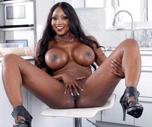 Curvy middle-aged black pornstar with..