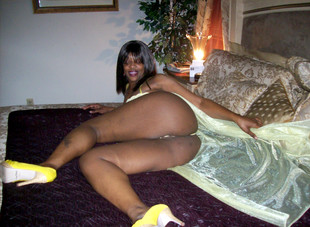 Busty ebony housewives naked photos,..